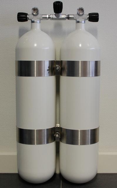 ECS Doppel 12 L /300 bar Stahl TG weiß mit V4TEC Schellen und Absperrbrücke