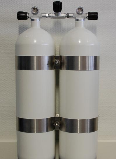 ECS Doppel 12L lang/232 bar Stahl TG konkav mit V4TEC Schellen und Absperrbrücke