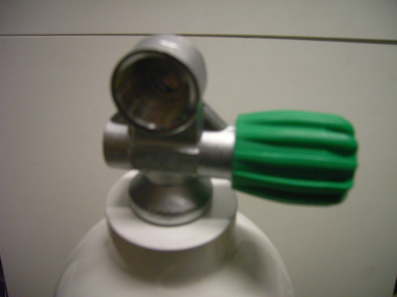 5,7 L MeS  Alu Tauchflasche weiß mit Ventil 12400RE ( Nitroxventil M26x2 rechts )